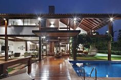 Brazilian architect David Guerra was commissioned to completely remodel a house in Brazil. The owners wanted to make the house more modern, and Modern Tropical House, Tropical House Design, Tropical Houses, Style At Home, Urban Deco, Design Exterior, Outdoor Garden Furniture, Home Design Plans, Beautiful Homes