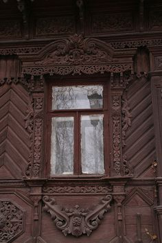 traditional decorative carved wood window frame, suzdal, russia | architectural details #nalichniki