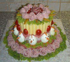 Bolo salgado  decorado com presunto e ovo