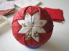 Paso a paso de como hacer una bola de Navidad de tela... | Aprender manualidades es facilisimo.com
