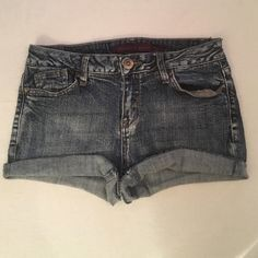 "Elizabeth Grace Sz 6 blue jean shorts 53% ramie 46% cotton 1% spandex- Elizabeth Grace Sz 6 blue jean shorts-5-pockets-zip up fly-button closure- Rebuild distressed look-Measurement laying flat: waist 14 1/2"" cuff hem 1 1/2 "" reg hem 2 1/2"" Elizabeth Grace Shorts Jean Shorts"