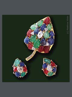 E-2035 Tuttifrutti carved Emerald, Ruby, Sapphire and hexagon Diamonds set in 18K yellow Gold, Platinum