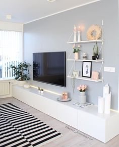 80 Amazing Living Room TV Wall Decor Ideas And Remodel - Wohnzimmer Living Room Tv, Interior Design Living Room, Home And Living, Living Room Designs, Tv On Wall Ideas Living Room, Living Room Picture Ideas, Living Room Set Ups, Tv On The Wall Ideas, Shelving In Living Room