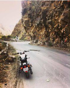 Rishikesh-Badrinath Highway, Uttarakhand, India.  #uttarakhandheaven #realhimalayangirls #uttarakhand #mainpahadi #highway #manavillage #badrinath Darjeeling, Rishikesh, Himalayan, Heaven, Tours, India, River, City, Sky