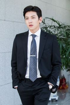 """Ji Chang Wook Is Loveable In Every Way In New """"Suspicious Partner"""" Stills   Soompi"""