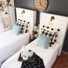 Use buffalo check to create a warm and cozy feeling in your home during the fall and winter months. It is the perfect modern farmhouse decor. // Shared Room // Boy it Girl Room // Upcycled Pallet Wood Farmhouse Style Bedrooms, Farmhouse Bedroom Decor, Modern Farmhouse Decor, Home Bedroom, Kids Bedroom, Bedroom Ideas, Rustic Farmhouse, Bedroom Designs, Kids Rooms