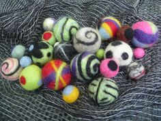 These felt balls were a lot of fun to make and became somewhat addictive. Colour combinations and pattern ideas are endless, so you can imagine how difficult it is to stop yourself unless you final… Wet Felting, Needle Felting, Yarn Crafts, Felt Crafts, Wool Dryer Balls, Felting Tutorials, Felt Ball, Felt Ornaments, Felt Christmas
