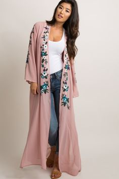 A solid chiffon long kimono. Embroidered accent on open front and long sleeves. This style was created to be worn before, during, and after pregnancy. Abaya Fashion, Kimono Fashion, Boho Fashion, Fashion Dresses, Abaya Mode, Mode Hijab, Long Kimono Outfit, Long Kimono Cardigan, Casual Wear