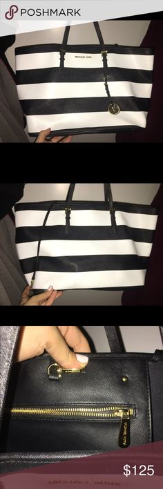 Michael Kors Black and white Tote Large Tote bag. Gold accents. Mint condition Michael Kors Bags Totes