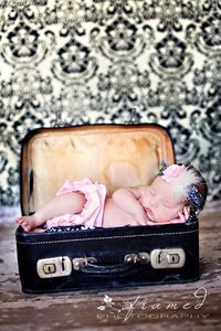 I bought a cute blue vintage suitcase recently and am def doing this for Baby Boys newborn pics.will pile a pretty fluffy blanket out the side though (poor babe in this one looks uncomfortable! Newborn Pictures, Baby Pictures, Baby Photos, Newborn Pics, Family Pictures, Foto Newborn, Newborn Posing, Cute Kids, Cute Babies