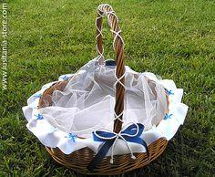 Cestas artesanais em vime e palha para lembrancinhas de casamentos