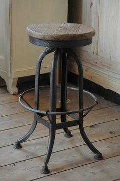 barkruk - http://www.koektrommel.nl/de-koektrommel-stoelen/barkruk-verstelbaar.html