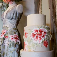 Claire Pettibone 'Raven' wedding dress and The Butter End's beautiful #weddingcake inspired by the dress at our trunk show today at #TheCastle .http://www.clairepettibone.com/bridal/?cp=gowns/raven