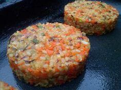 Hamburguesa vegan: arroz yamani, zanahoria y verdeo. www.cocinerasalrescate.com.ar