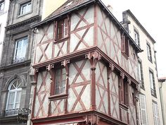 Ville France, Photos Voyages, What A Wonderful World, Beautiful Buildings, Wonders Of The World, Riom, Places To Travel, Louvre, Vacation