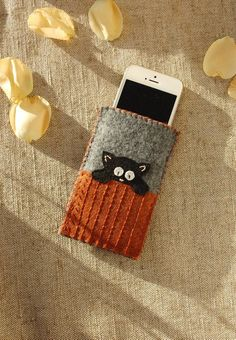 Gray Phone Protective Bag with Hiding Kitten, Cat Mom's Mobile Phone Pouch with Cat on the Fence, Cu Felt Phone Cover, Diy Phone Case, Phone Covers, Cell Phone Purse, Phone Gadgets, Tablet, Living At Home, Handmade Felt, Felt Crafts