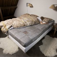 Snurk beddengoed - le-trottoir This is so neat. Would be great for a basement bed cover :D Cama Box, Bed Sets, Linen Bedding, Bedding Sets, Chic Bedding, Creative Beds, Box Bed, Bed Linen Design, Cool Beds