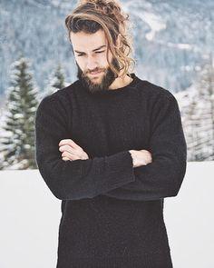 "2,588 mentions J'aime, 35 commentaires - Filippo Melloni (@filippomelloni) sur Instagram: ""Thinking about new year goals... #manbun #model #beard"""