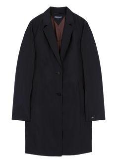 일자 핏의 싱글 브레스트 코트입니다. 가볍고 소프트한 소재 사용으로 착용감이 편안합니다. 군더더기 없는 깔끔한 디자인으로 다양한 연출이 가능한…