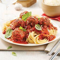 Spaghetti sauce marinara et boulettes v Vegan Vegetarian, Vegetarian Recipes, Sauce Marinara, Spaghetti Sauce, Veggie Recipes, Veggie Food, Bon Appetit, Veggies, Lunch