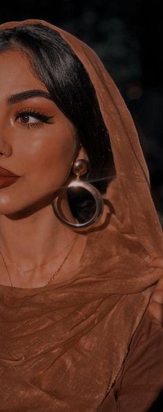 Indian Aesthetic, Classy Aesthetic, Brown Aesthetic, Teenage Girl Photography, Girl Photography Poses, Indian Photoshoot, Cute Girl Poses, Insta Photo Ideas, Brown Girl