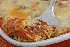 Μια εύκολη συνταγή για να απολαύστε ένα υπέροχο γεύμα στο καθημερινό ή επίσημο τραπέζι σας. Σπαγγέτι με κιμά και μανιτάρια, καλυμμένο με λιωμένα τυριά. Πη