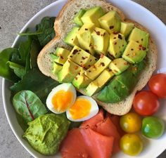 Healthy Dips, Healthy Food, Healthy Eating, Healthy Recipes, Home Meals, Smoked Salmon, Avocado Toast, Pesto, Meal Prep