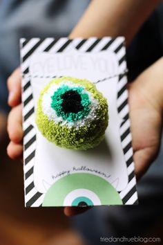 Well, look at that. >> How-To: Eyeball Pom Pom #pompom #halloween #yarn