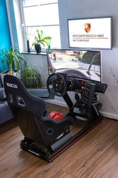 Not every Porsche enthusiast can afford track driving regularly or even participating in real motorsport, but there is an alternative! Best Gaming Setup, Gaming Room Setup, Cool Gaming Setups, Gamer Bedroom, Bedroom Setup, Casa Top, Gamer Chair, Computer Gaming Room, Racing Simulator
