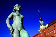 """En la terraza del Ayuntamiento de Estocolmo encontramos """"Dansen"""" de Carl Eldh."""