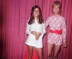 A young Carrie Fisher with her mother Debbie Reynolds - 1973