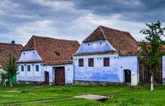 Top 20 cele mai frumoase locuri de vizitat în România | momondo Cabin, House Styles, Places, Home Decor, Decoration Home, Room Decor, Cabins, Cottage, Home Interior Design