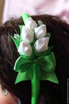 Beautiful kanzashi by Masha, Detskie Mechti Ribbon Art, Diy Ribbon, Ribbon Crafts, Flower Crafts, Ribbon Bows, Cloth Flowers, Fabric Roses, Satin Flowers, Kanzashi Tutorial