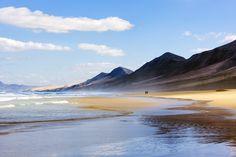 En las Islas Canarias te encontrarás con temperaturas que sobrepasan los 25 grados en otoño, sol y playa y un paisaje espectacular