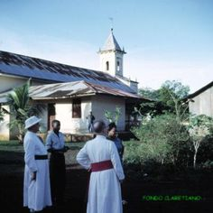 En isla de Fernando Poo (Bioko), Basupú. Torre iglesia. PP. Obispo i Pujadas