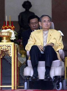 4 August 2006: Thailand's King Bhumibol Adulyadej comes out to see his well-wishers in a wheelchair as he leaves Siriraj Hospital in Bangkok, after successful spinal surgery