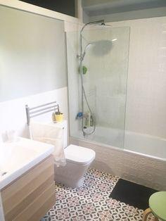 Baño de un cliente de Ourense con nuestro Mod. 211 en blanco (MC1), verde (MC9), rosas (MC28 y MC29) y grises (MC46 y MC48). Más info en: http://www.baldosahidraulica.eu/2-banos-ourense-mod-111d-mod-211/