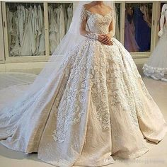 USA Canada Vintage Ball Gown Wedding Dresses 2k17 Illusion Neckline Sheer 3D Appliques Long Sleeves Wedding Dress Customized Bridal Gowns