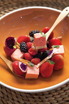 Mousse de ruibarbo con bizcocho de pistache #Recetas #FoodAndTravelMX