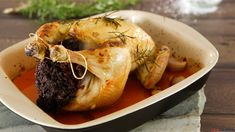 Frango recheado com enchidos Carne, Favorite Recipes, Meat, Food, Stuffed Chicken Recipes, Yummy Recipes, Ideas, Beef, Meal