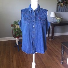 Wrangler Vest Wrangler Vest. Pink stitching. Button snaps . W on all button snaps. Got from a friend so do not know how many times it has been worn. The condition looks really good . No stains or tears . No missing button snaps. Wrangler Jackets & Coats Vests