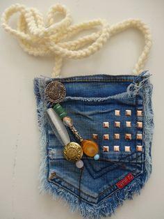"""Voorbeeld gemaakt voor de workshop """"recycle een jeans tot tasje""""  Handmade example for workshops by Knutselkantine.nl"""