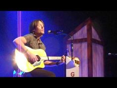 """KEITH URBAN """"LUXURY OF KNOWING"""" AT THE OPRY!!!   http://pintubest.com"""