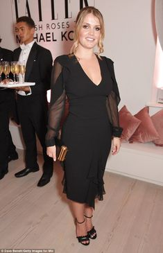 Lady Kitty Spencer attended Tatler's English Roses 2017 in association with Michael Kors at the Saatchi Gallery last night with her mother and looked chic in a black gown Princess Diana Niece, Kitty Spencer, Spencer Family, Royal Dresses, Lady Kitty, Royal Fashion, Dress To Impress, English Roses, Celebrity Style