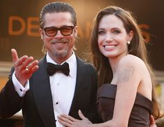 Brad Pitt and Angelina Jolie finally engaged! Top Celebrities, Hollywood Celebrities, Beautiful Celebrities, Angelina And Brad Pitt, Vip News, Jolie Pitt, Rumor Has It, Star Wars, Celebrity Couples