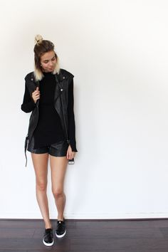 ALL BLACK AGAIN - Connected to Fashion | Creators of Desire - Fashion trends and style inspiration by leading fashion bloggers
