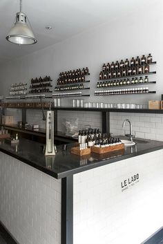 Like Counter&tile & seating Le Labo; Retail Interior, Cafe Interior, Interior And Exterior, Interior Design, Cosmetics Laboratory, D Lab, Retail Store Design, Design Lab, Commercial Design
