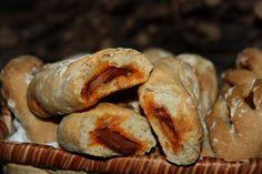 Chorizo Bread (Pao com Chouriço) - Easy Portuguese Recipes Portuguese Bread, Portuguese Recipes, Bread Recipes, Cooking Recipes, Bun Recipe, Delicious Sandwiches, Mets, Cornbread, Portugal