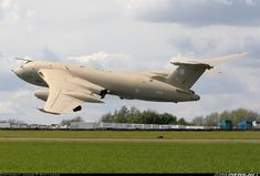 Aviation Photo Handley Page Victor - UK - Air Force Handley Page Victor, Military Jets, Military Aircraft, Vickers Valiant, V Force, War Jet, Avro Vulcan, Old Planes, Engin