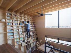 のぼれる斜め本棚の家+No.158